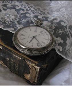 montre ancienne livres dentelle lylouanne tumblr