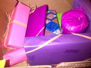 Dès l'ouverture, des couleurs qui me parlent et de jolis paquets bien ficelés, merci Adèle !!!