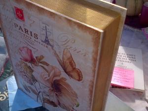 un superbe livre-boîte pour ranger mes carnets : il est déjà plein ! Magnifique non ?