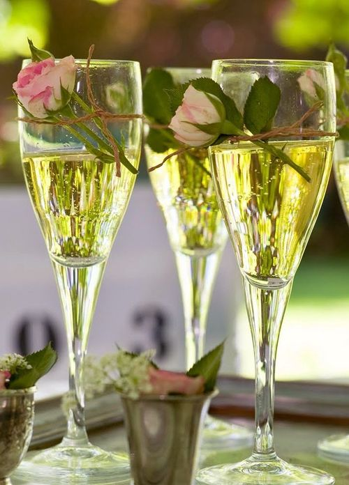 champagne coupes trois et roses lylouanne