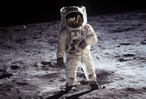 plumes cosmonaute infinite-paradox