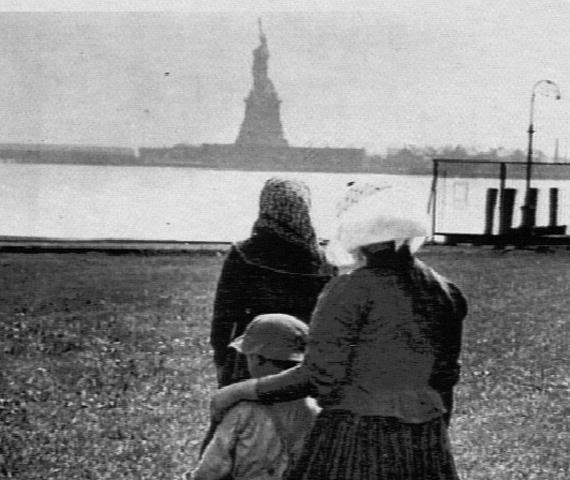 La statue de la Liberté vue d'Ellis par des émigrants...