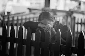 Ellis Island : femme qui pleure car pas certaine d'obtenir le sésame pour sortir d'Ellis et goûter au rêve américain...