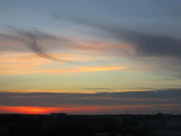 Coucher de soleil mardi dernier de ma chambre au 7ème étage du CHD ! Deux jours de suite, des ciels magnifiques avant l'arrivée intempestive de la pluie !