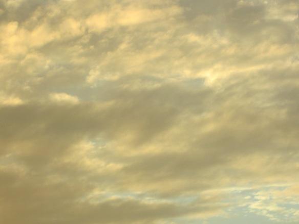 Quand les nuages deviennent peinture pour habiller le ciel de tourmentes indécises...