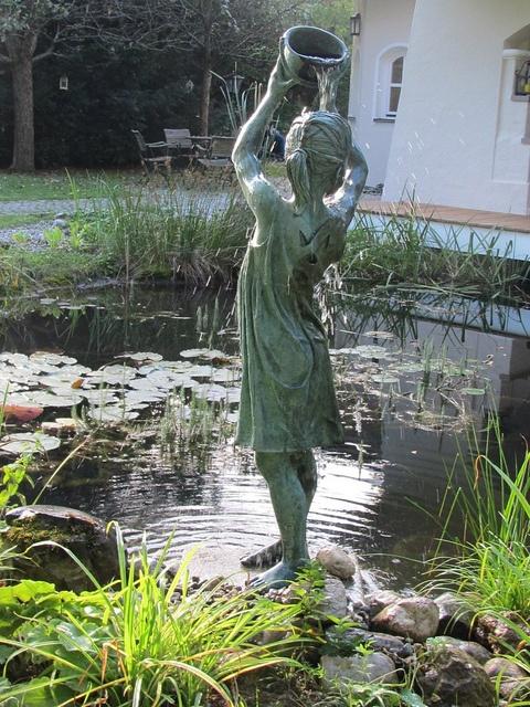 a reverdy fillette statue seau eau