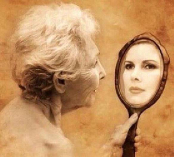 femme vieille miroir jeune lavender lace on FB