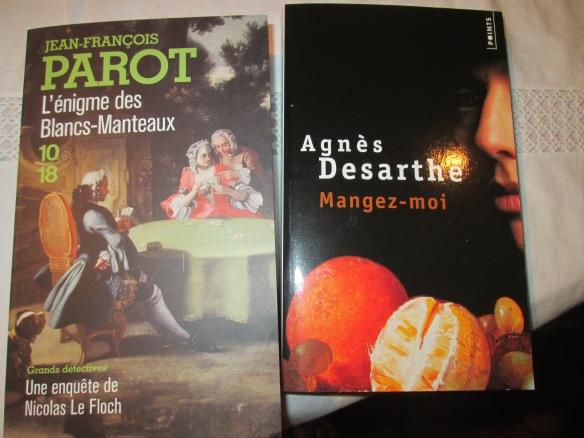 """Et pour finir deux livres  ! Dans le thème des """"gourmandises"""" puisque paraît-il il est question de nourriture dans l'Enigme des Blancs-Manteaux de Jean-François Parrot. """"Mangez-moi"""" d'Agnès Desarthe est particulièrement bien trouvé !  Je vais le déguster !"""
