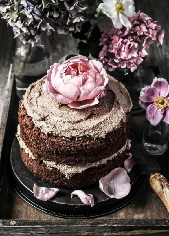 gourmandise gâteau chocolat et rose pivoine