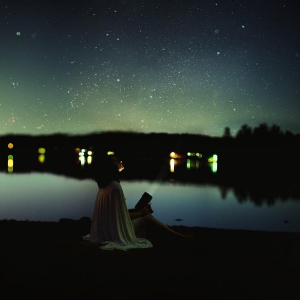 nuit femme ville rivière étoiles ana-rosa