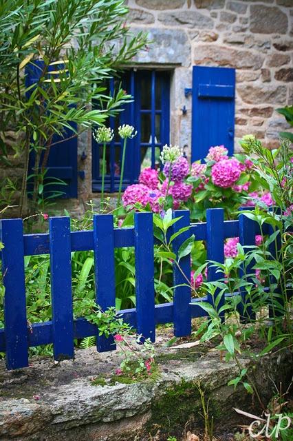 a maison bretonne volets bleus