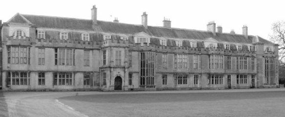 Milton Hall qu'elle visita un jour et qui l'inspira pour plus tard et surement pour Manderley...