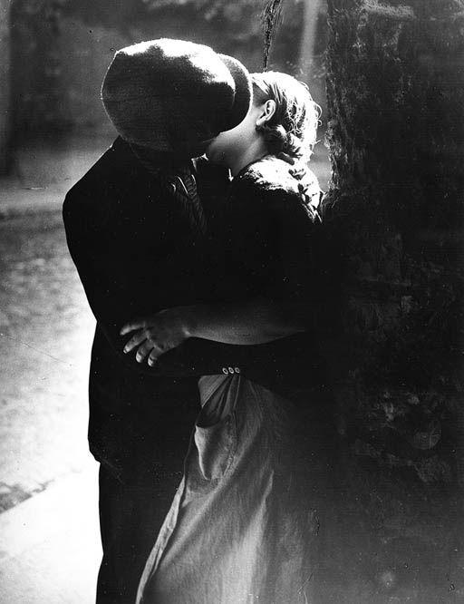 a bouche le Baiser 1933 rmn photos
