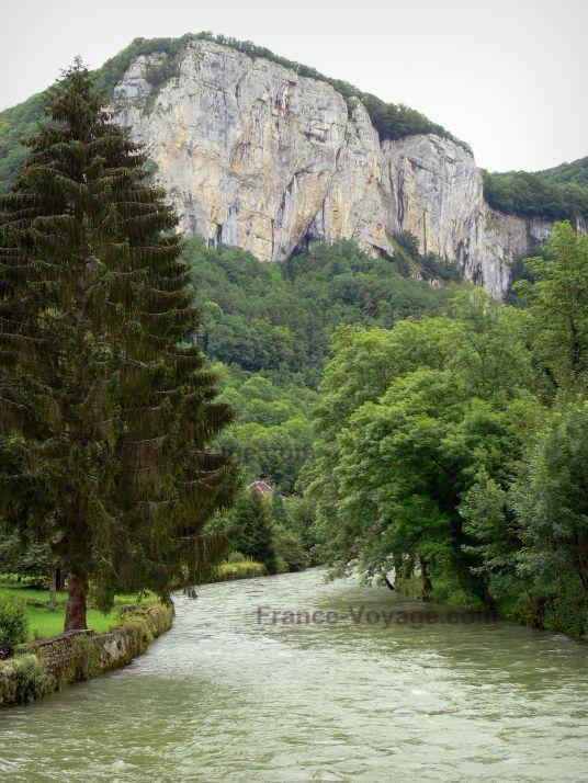 La Loue à Mouthier Haute-Pierre, aujourd'hui. Qui s'appelait Moustier en 1361...
