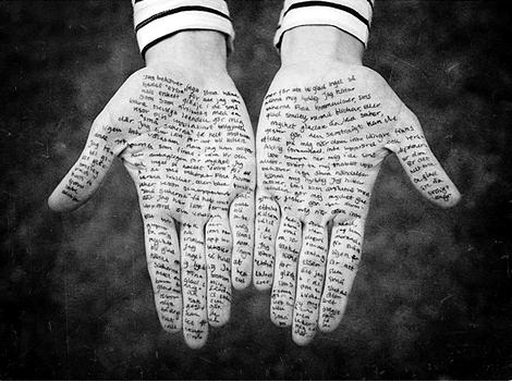 écrit dans mes mains  déjà