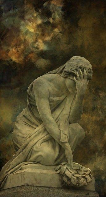 a cabral statue pleurante