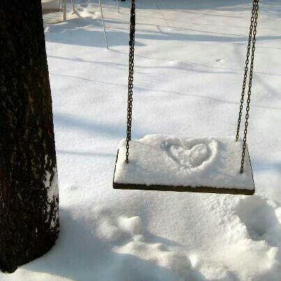 a plumes balançoire coeur de neige solitaire