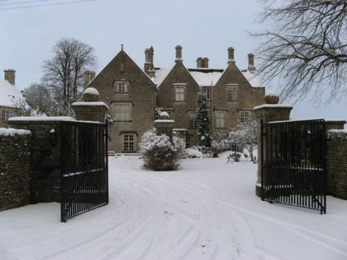 a plumes maison anglaise neige