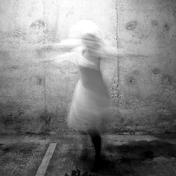 a rêves femme by Francesca Woodman Polkadots 1975-1978
