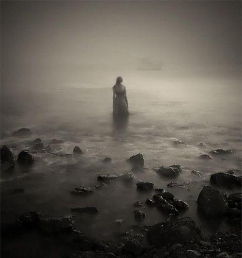 a-bateau-fantome-femme-seule