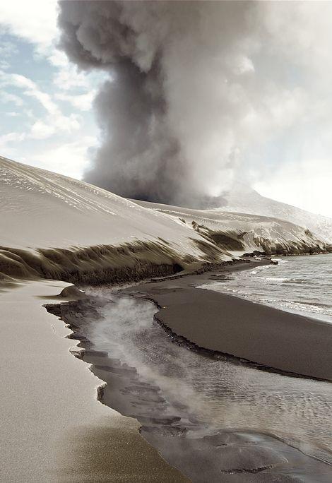 a poesie partir revenir je navigue sur des volcans